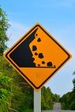 Sinal de queda da rocha Beware of imagens de stock
