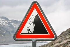 Sinal de queda das rochas Beware of foto de stock royalty free