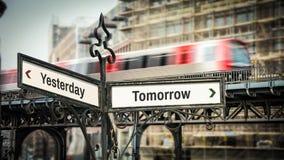 Sinal de rua ao amanh? contra ontem imagem de stock royalty free