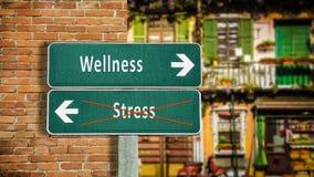 Sinal de rua ao bem-estar contra o esfor?o foto de stock