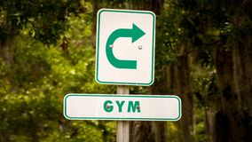 Sinal de rua ao Gym imagens de stock royalty free