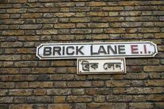 Sinal de rua da pista do tijolo, Londres, U Imagens de Stock Royalty Free