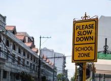 Sinal de rua da zona da escola fotografia de stock