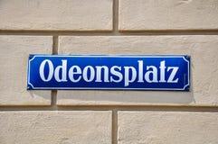 Sinal de rua de Odeonsplatz - Munich, Alemanha Imagem de Stock