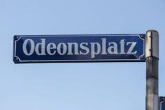 Sinal de rua do Odeonsplatz em Munich, Alemanha, 2015 Imagens de Stock Royalty Free