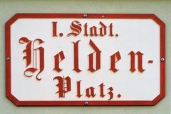 Sinal de rua de Heldenplatz em Viena - Áustria imagem de stock royalty free