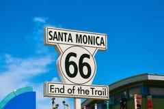 Sinal de Santa Monica - extremidade da rota 66 do trem fotografia de stock royalty free