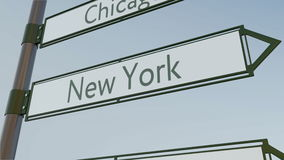 Sinal de sentido de New York no letreiro da estrada com subtítulos americanos das cidades Rendição 3d conceptual Imagem de Stock Royalty Free