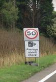 Sinal de tráfego da verificação da velocidade média Fotos de Stock Royalty Free