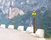 Sinal de tráfego em uma estrada foto de stock