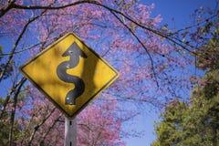 Sinal de tráfego entre a natureza Imagem de Stock