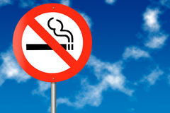 Sinal de tráfego não fumadores fotografia de stock