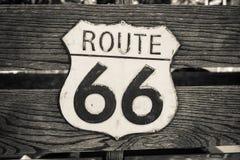 Sinal de tráfego velho e golpeado Route 66 fotografia de stock