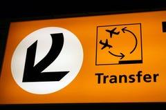 Sinal de transferência de aeroporto Imagens de Stock Royalty Free