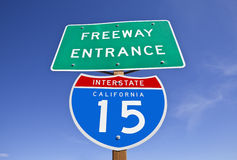 Sinal de um estado a outro da entrada de 15 autoestrada de Califórnia Fotografia de Stock Royalty Free