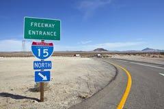 Sinal de um estado a outro de 15 autoestrada do deserto de Mojave Foto de Stock
