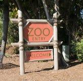 Sinal de um jardim zoológico Fotografia de Stock Royalty Free