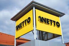 Sinal de uma loja de Netto Fotos de Stock