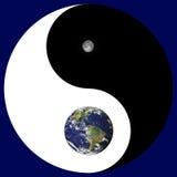 Sinal de Yin Yang com terra/lua Fotografia de Stock Royalty Free