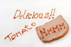 Sinal delicioso com ketchup e mmmm no pão com pasta Fotos de Stock Royalty Free
