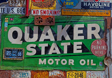 Sinal do óleo de motor do estado do Quacre Fotografia de Stock Royalty Free