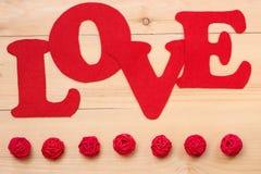 Sinal do amor no fundo de madeira Imagens de Stock