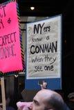 Sinal do Anti-trunfo no ` s março das mulheres, New York City, o 21 de janeiro de 2017 Fotografia de Stock Royalty Free