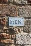 Sinal do banheiro do toalete dos homens na parede de tijolo Imagens de Stock Royalty Free