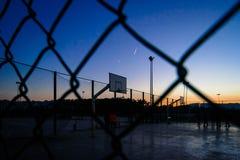 Sinal do basquetebol com o por do sol fotografia de stock