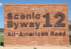 Sinal do Byway cênico 12 na garganta vermelha utá Fotos de Stock Royalty Free