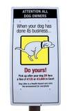 Sinal do cão do tombadilho com trajeto de grampeamento Foto de Stock Royalty Free