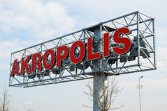 Sinal do centro de compra de AKROPOLIS o 12 de abril de 2014, Vilnius, Lituânia. Fotos de Stock