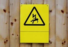 Sinal do cuidado da eletricidade na cerca de madeira em Birmingham do centro Fotografia de Stock Royalty Free