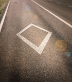 Sinal do diamante da pista de carpool de HOV pintado na estrada Imagem de Stock Royalty Free