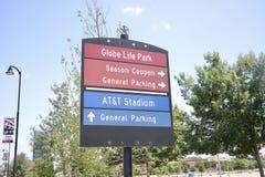 Sinal do estádio de futebol e do campo de beisebol, Arlington Texas fotografia de stock