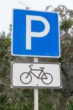 Sinal do estacionamento da bicicleta Foto de Stock