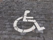 Sinal do estacionamento da cadeira de rodas Fotografia de Stock Royalty Free