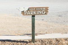 Sinal do estacionamento do campo de golfe fotos de stock
