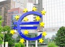 Sinal do Euro na frente do BCE Imagens de Stock Royalty Free