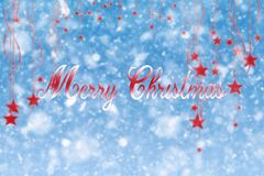 Sinal do Feliz Natal com estrelas e os flocos de neve de suspensão Illustrat Imagens de Stock Royalty Free