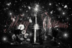 Sinal do Feliz Natal com a garrafa e os vidros do vintage do vinho tinto com referência a Fotos de Stock