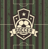 Sinal do futebol do vintage no campo Fotografia de Stock Royalty Free