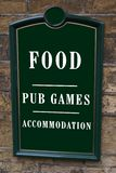 Sinal do hotel alimento, jogos do bar, acomodação imagem de stock royalty free