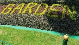 Sinal do jardim com planta aparada Foto de Stock Royalty Free