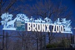 Sinal do jardim zoológico de Bronx fotos de stock