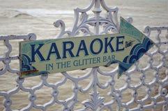 Sinal do karaoke no cais de Brigghton imagens de stock