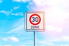 Sinal do limite de velocidade a 30 Foto de Stock Royalty Free