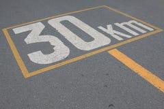 Sinal 30 do limite de velocidade Fotos de Stock