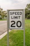 Sinal do limite de velocidade 20 Imagem de Stock