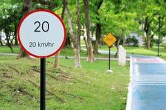Sinal 20 do limite de velocidade Imagens de Stock